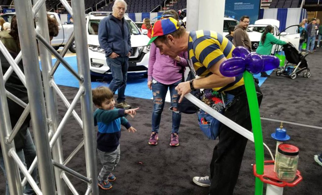 balloon entertainer and kid