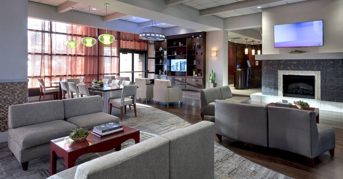 lounge and lobby area at albany marriott