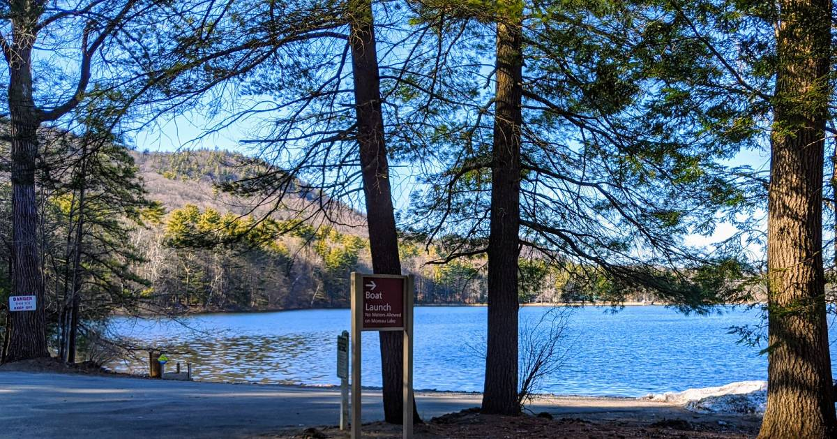 boat launch sign in park by water