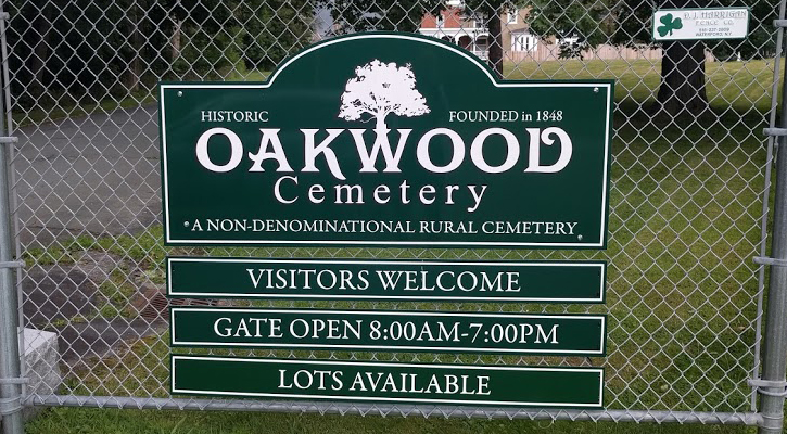 the sign for Oakwood Cemtery