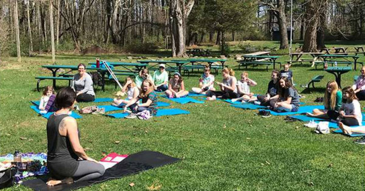 outdoor yoga class with kids