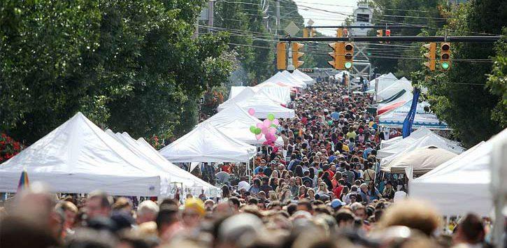 huge crowd at LarkFest