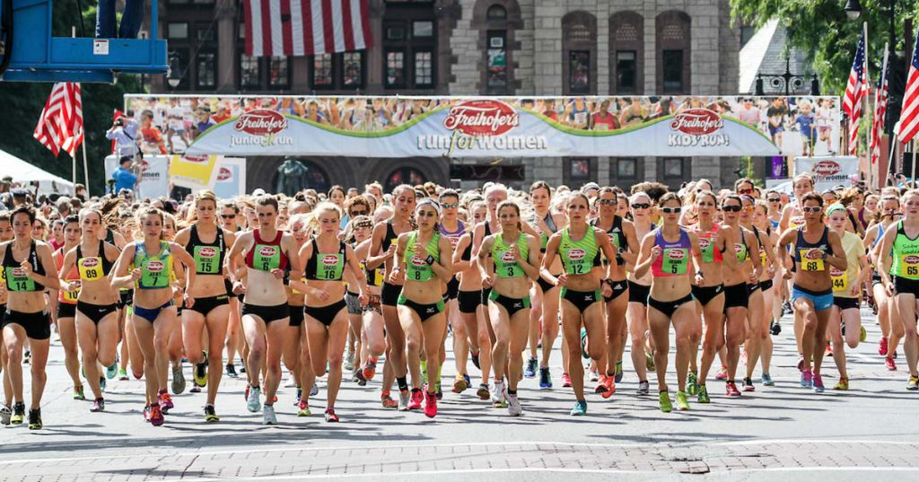 women running from start line